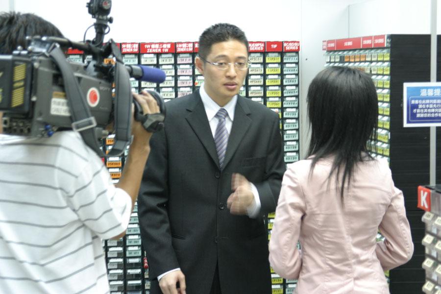 华辉接受有线电视财经资讯台访问